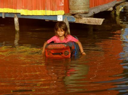 catatumbo water reflections girl in car